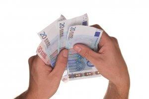 Mit einem modernen Girokonto haben Bankkunden stets einen Überblick über ihre Zahlungsein- und -ausgänge.