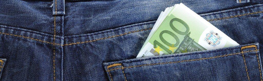 Bei Hellweg Geld abheben