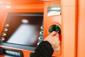 Die Nutzung eines Geldautomatens in Budapest kann teuer werden