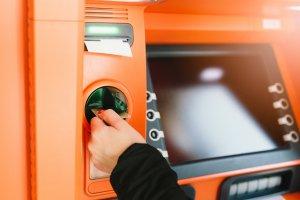 Geld abheben am Automaten in der Schweiz