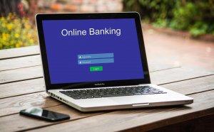 Viele Menschen nutzen das bequeme Online-Banking für ihre Bankgeschäfte.